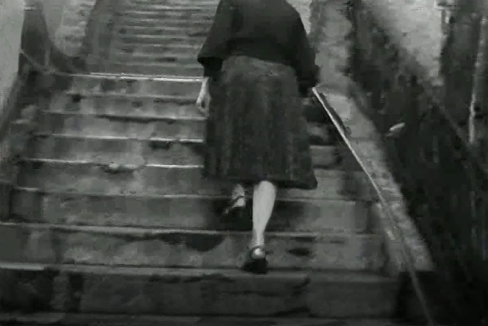 Anna Bella Geiger, Passagens I, 1974 video 9 min