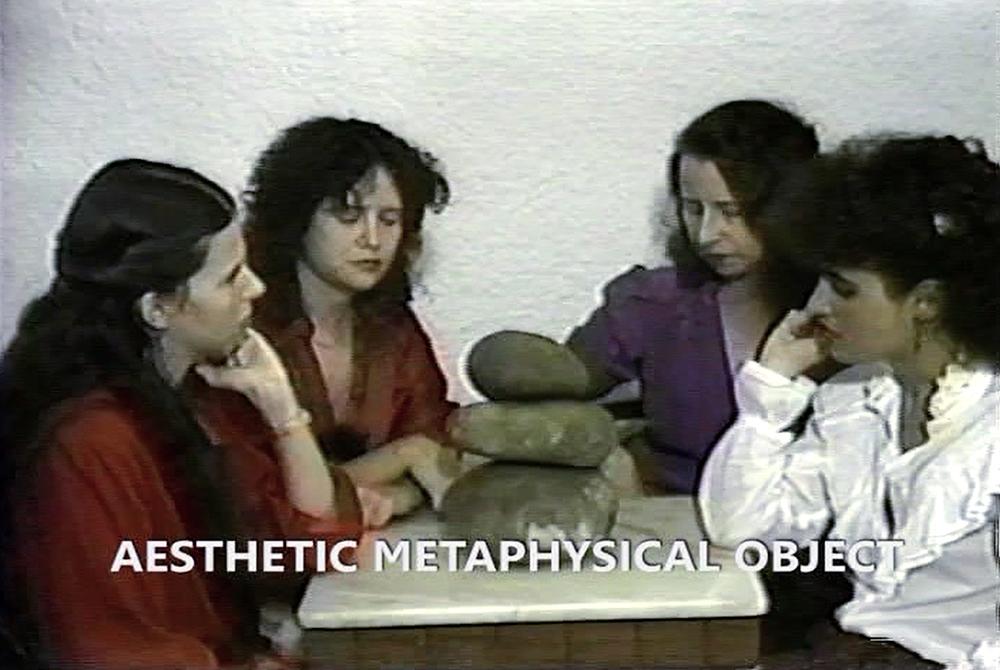 """Anna Bella Geiger, Pedra, 1982 video 1' 3"""""""