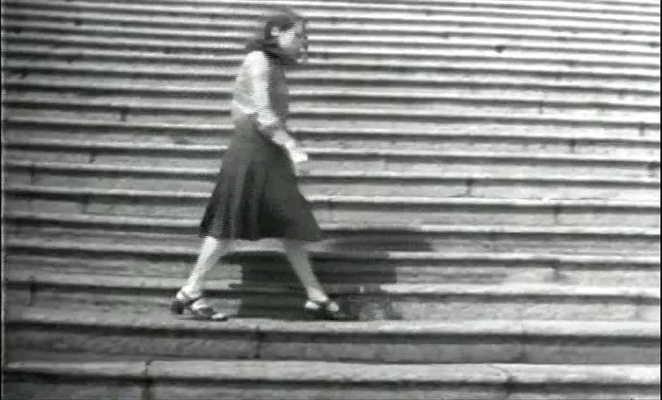 Anna Bella Geiger, Passagens II, 1974 video  5 min 47 sg